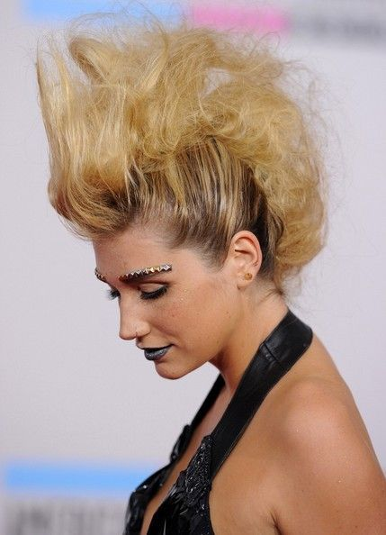 Kesha Messy Updo Kesha Messy Updo In 2020 Kesha Hair Messy Updo Hair Icon