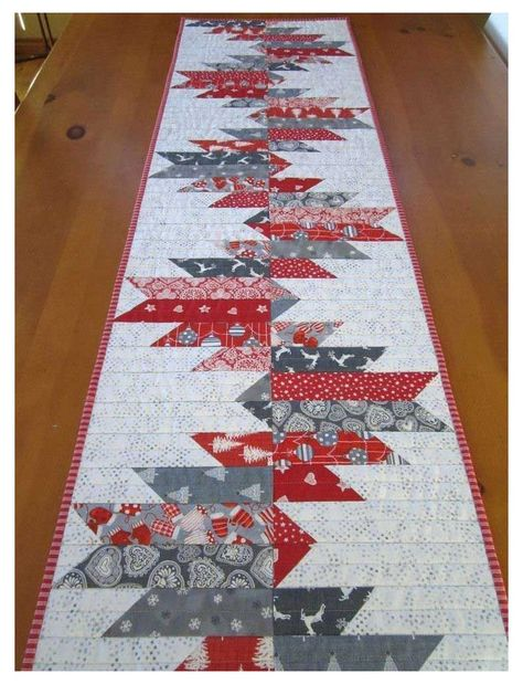 Quilted Table Runners Christmas, Patchwork Table Runner, Christmas Runner, Table Runner And Placemats, Xmas Table Runners, Quilt Table Runners, Quilted Table Runner Patterns, Table Topper Patterns, Christmas Quilt Patterns