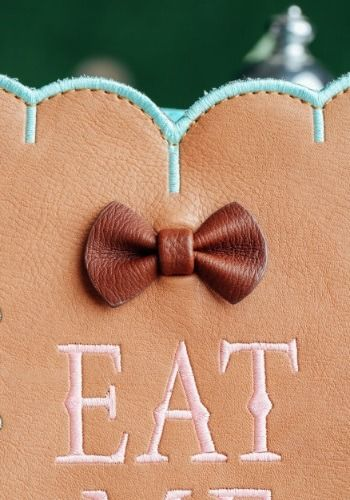 Alice In Wonderland Eat Me Cross Body Purse Eat Wonderland