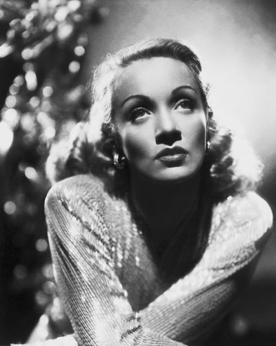 Marlene Dietrich By The Artist Hollywood Photo Archive You Can Buy This Image Hollywood Photo Photo Archive Marlene Dietrich