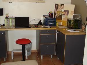 Bureau d angle ikea dessus en bois naturel office en