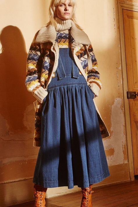 Chloé Pre-Fall 2017 Fashion Show Collection: See the complete Chloé Pre-Fall 2017 collection. Look 34