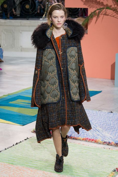 Peter Pilotto Fall 2017 Ready-to-Wear collection, runway looks, beauty, models, and reviews.