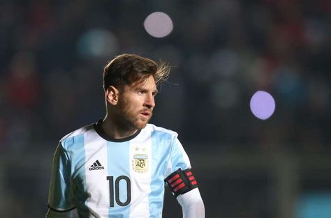 El jugador de la selección de Argentina, Lionel Messi, durante un amistoso contra Honduras el viernes, 27 de mayo de 2016, en San Juan, Argentina. (AP Photo/Nicolas Aguilera)