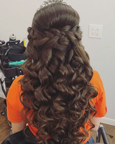 Check out 78 half up half down quinceanera hairstyles. You can create many different looks; try adding braids, bumps, or big/small crowns to this hairstyle! Wedding Hair Half, Wedding Hairstyles Half Up Half Down, Indian Wedding Hairstyles, Half Up Half Down Hair, Hairstyle Wedding, Sweet 16 Hairstyles, Quince Hairstyles, Curled Hairstyles, Bride Hairstyles