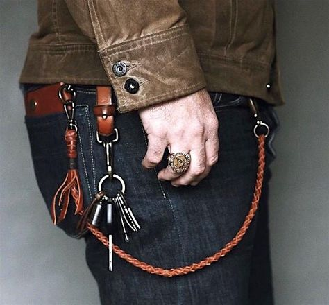 leather lanyard with hook key ring Estilo Indie, Gold Chains For Men, Rocker, Rugged Style, Mens Gear, Raw Denim, Wallet Chain, Denim Fashion, Leather Craft