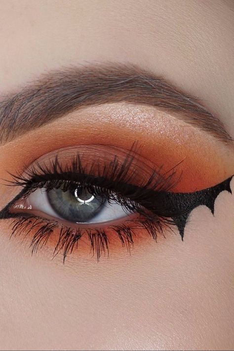 Looking for for inspiration for your Halloween make-up? Browse around this website for creepy Halloween makeup looks. Makeup Trends, Makeup Inspo, Makeup Ideas, Makeup Style, Makeup Goals, Cute Halloween Makeup, Halloween Looks, Halloween Eyeshadow, Halloween Outfits