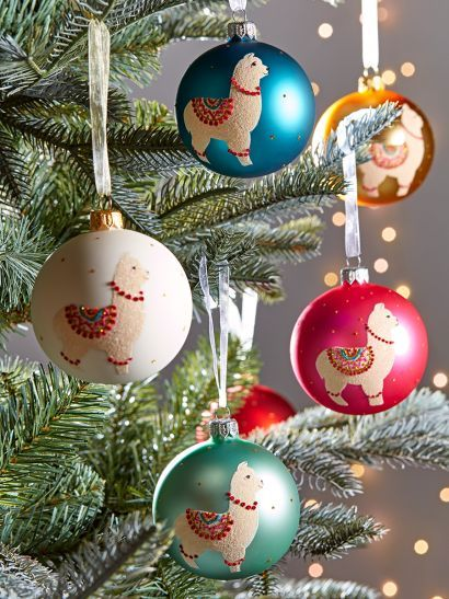 Christmas Tree Decorations Traditional Gold Silver Glass Baubles Uk In 2020 Christmas Tree Decorations Christmas Tree Baubles Glass Bauble