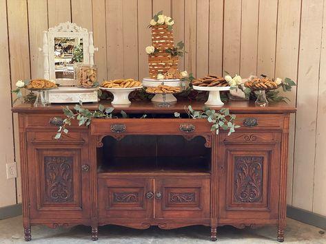 How about having a dessert bar at your wedding instead of traditional wedding cake? We think YES! #wedding #weddingideas #destinationweddings #mountains #mountainweddingview #smokymountains #smokymountainwedding. #townsendwedding #dessertbar #weddinginspiration
