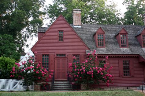 primitive homes crossword clue Colonial Williamsburg Va, Williamsburg Christmas, Red Houses, Saltbox Houses, Primitive Homes, Primitive Bedroom, Primitive Antiques, Primitive Country, Primitive Decor