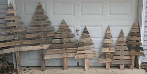 Shabby Chic Natale : How to make these shabby chic christmas trees from wooden pallets