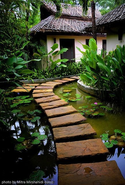 Beautiful stone path across a koi pond in a japanese garden Garden Paths, Garden Landscaping, Landscaping Ideas, Herb Garden, Garden Pond, Walkway Garden, Natural Landscaping, Japan Garden, Garden Entrance