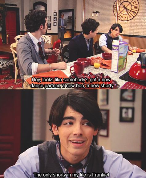 """JONAS """"The only shorty in my life is Frankie"""" #missthisshow"""