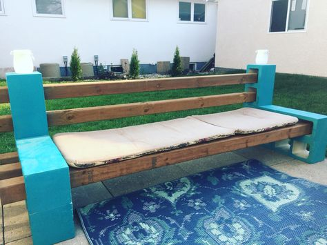Diy Cinder Block Bench A Success Comfortable And Sturdy Diy Patiofurniture Outsidebench Cinder Block Bench Cheap Outdoor Furniture Diy Outdoor Furniture