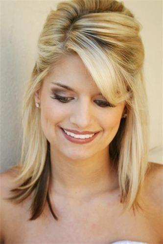 Formele Kapsels Voor Medium Steil Haar Mediumhair In 2020 Medium Length Hair Styles Straight Hairstyles Medium Straight Wedding Hair