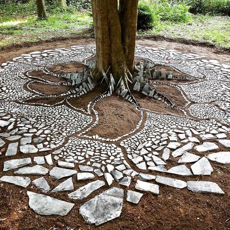 Artist uses his highly creative mind to produce ephemeral artworks from natural materials Garden Paths, Garden Art, Garden Design, Outdoor Art, Outdoor Gardens, Outdoor Decor, Landscape Art, Landscape Design, Land Art