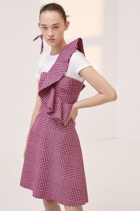 Dondup Resort 2018 collection, runway looks, beauty, models, and reviews.