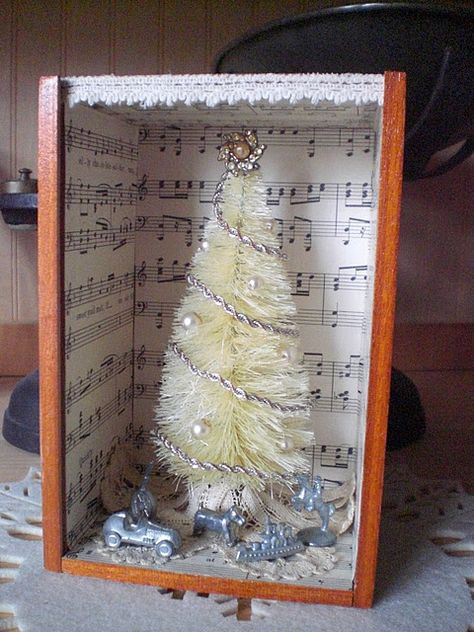 Bleached Bottlebrush tree in altered wooden cigar box! Great Idea-doll house in… Little Christmas Trees, All Things Christmas, Vintage Christmas, Christmas Holidays, Christmas Decorations, Christmas Ornaments, Christmas Mantles, Xmas, Christmas Villages