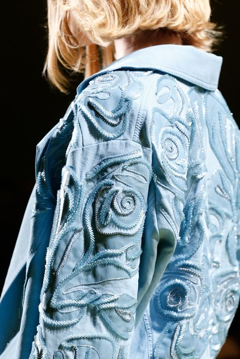 Versace Spring 2014 Ready-to-Wear Fashion Show Details