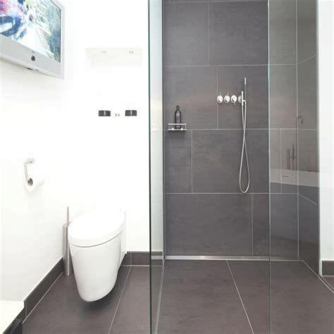 Instagram Wohn Emotion Landhaus Badezimmer Bathroom Modern Grau Weiss Grey White Badezimmer Ideen Grau Badezimmer Innenausstattung Badezimmer Fliesen