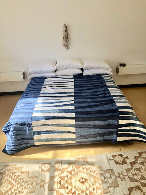This patchwork quilts can be a very inspiring and awesome idea Modern Quilting Designs, Modern Quilt Patterns, Quilts For Men Patterns, Denim Quilt Patterns, Bag Patterns, Loom Patterns, Pattern Ideas, Sewing Patterns, Josef Albers