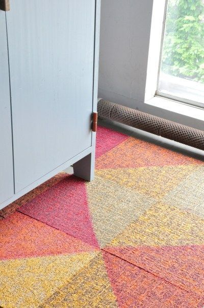 These Colorful Floor Tiles By Rens And Desso Will Brighten Up Any Snoozy Office In 2020 Carpet Tiles Patterned Carpet Flooring