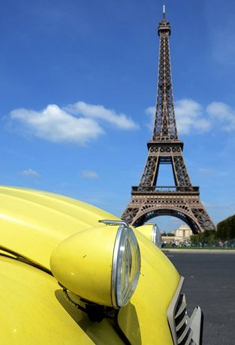Nice view... especially with this yellow touch on it. ) #2CV #eiffeltower