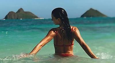 Khloé Kardashian ostenta derrière com calça justinha   Fotos