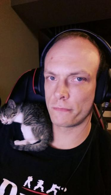 Man Finds A Kitten In The Streets Who Had Been Shot Then Just 3 Weeks Later Tiny Kitten Flea Treatment Kittens