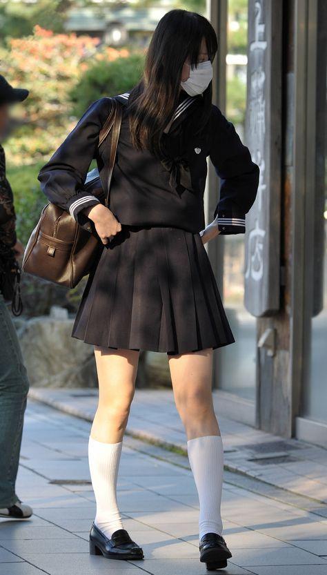 白ハイソックス女子校生の街撮り ボード「セーラー服」のピン