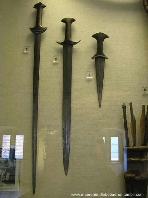 Indo-Persian knives, daggers and short swords. - Pinterest