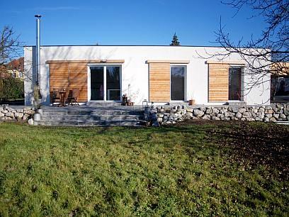 Fassadengestaltung beispiele bungalow  Bungalow mit Schiebeläden | shipping container house | Pinterest ...