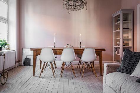 Mooie Woonkamer Ideeen : In deze mooie woonkamer zijn de muren roze geschilderd! woonkamer