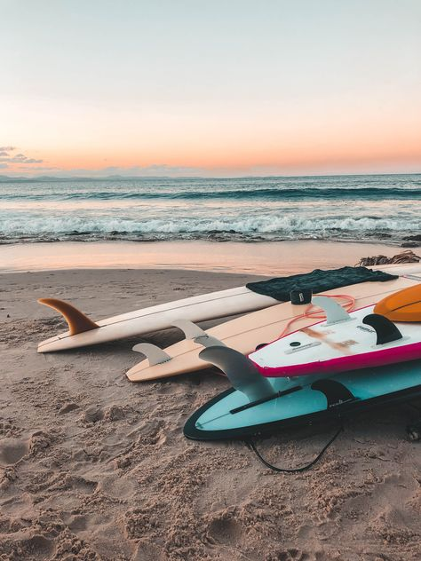 Australia's most eastern point, Byron Bay is a bustling coastal surf town with tons of charm and character. Beach Aesthetic, Summer Aesthetic, Aesthetic Girl, Photo Wall Collage, Picture Wall, Fotografia Vsco, Images Vintage, Beach Pictures, Surfing Pictures