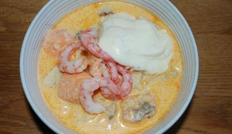 Idag gjorde jag en god fiskgryta med torsk, lax och räkor. Jag serverade aioli till, gott!