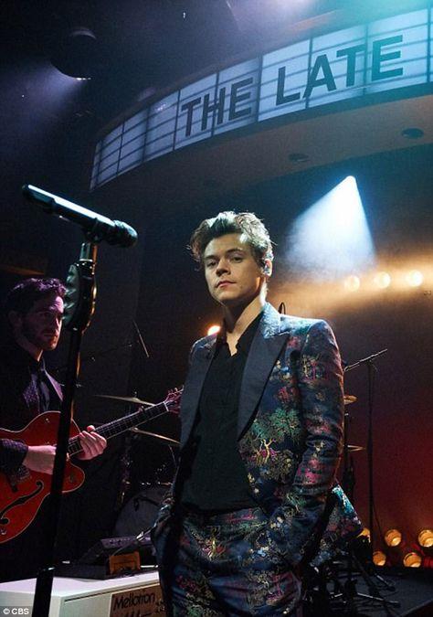I love him, hot harry styles, harry styles concert Harry Edward Styles, Harry Styles Fotos, Harry Styles Mode, Harry Styles Pictures, Hot Harry Styles, Mac Miller, Wattpad, Style Selena Gomez, Fangirl