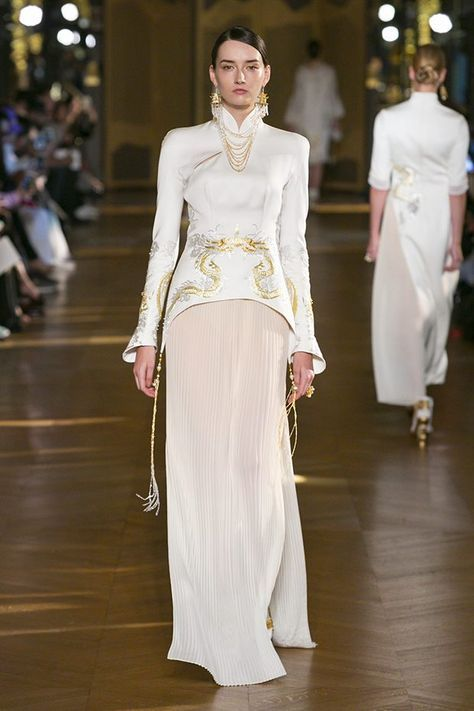 Chinese designer Xiong Ying presented her Spring Summer 2017 collection for Heaven Gaia during the recently wrapped up Paris Fashion Week.