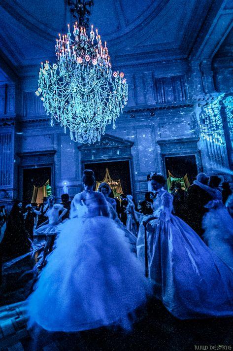 Beverage for your Halloween wedding. Masquerade Ball Party, Masquerade Wedding, Venetian Masquerade, Princess Aesthetic, Blue Aesthetic, Hogwarts, Halloween Ball, Yule Ball, 16th Birthday