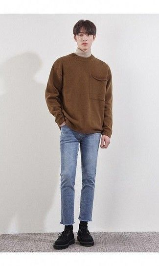 Look stylish without really trying by opting for a brown crew-neck sweater and light blue jeans. When it comes to footwear, complete your ensemble with black suede desert boots. Korean Fashion Men, Korean Men, Kpop Fashion, Asian Fashion, Fashion Outfits, Fashion Apps, Fashion Fall, Fashion Brands, Fashion Ideas
