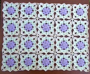 Lacy Flower Runner - free crochet pattern
