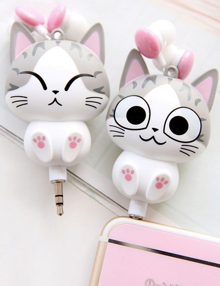 Cute headphones ...  Chi's sweet home, Chii's Sweet Home, Chi, Chi's Sweet Home, Chii, cat, Chi une vie de chat, headphones