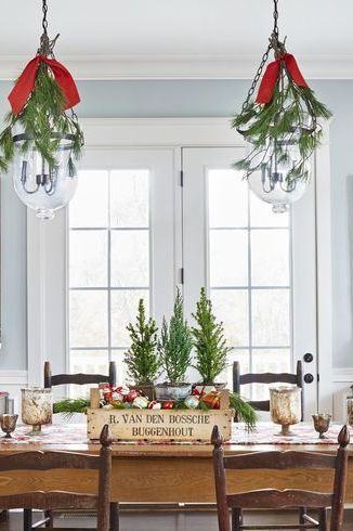32 Festive Christmas Table Decorations To Brighten Up Your Feast In 2020 Christmas Table Decorations Decorating With Christmas Lights Christmas Table