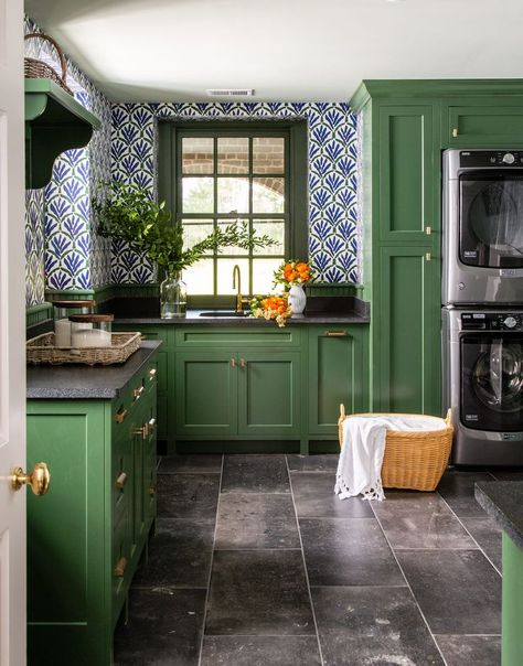 Suddenly, laundry doesn't feel like such a burden. ✨ In the laundry room of this South Carolina home, vibrant green cabinetry (Peale Green… Kitchen Dining, Kitchen Decor, Veranda Magazine, South Carolina Homes, Green Cabinets, Kitchen Remodel, Sweet Home, Layout, House Design