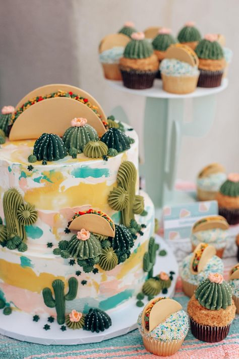 This was nacho average graduation party. Learn more about how I planned my fiesta themed grad party with Taco Bell catering, cactus margs + more. Taco Party, Fiesta Party, Taco Bell Catering, Kaktus Cupcakes, Taco Cake, Taco Cupcakes, Fiesta Cake, Cactus Cake, Grad Parties