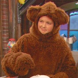 Gibby the ring bear Funny Video Memes, Funny Cat Memes, Stupid Memes, Haha Funny, Funny Cartoons, Funny Gifs, Memes Humor, Meme Pictures, Reaction Pictures