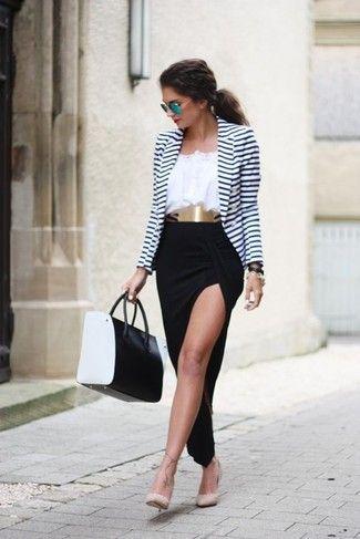 Look de moda: Blazer de Rayas Horizontales Blanco y Azul Marino, Blusa Campesina Blanca, Falda Larga con Recorte Negra, Zapatos de Tacón de Cuero con Tachuelas Beige