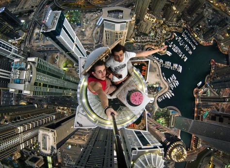 18 Extreme Selfies That Are Not For The Faint-Hearted