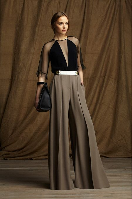 Take a look to BCBG Max Azria Pre-Fall 2013 the fashion accessories and outfits seen on New York runaways. Fashion Week, Look Fashion, High Fashion, Fashion Show, Womens Fashion, Fashion Design, Fashion Trends, Review Fashion, Runway Fashion