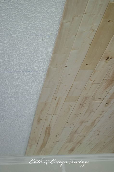 It's so easy to get rid of that ugly popcorn ceiling by covering it with wood planks! We're showing you how to plank a popcorn ceiling the easy way! Wood Plank Ceiling, Plank Walls, Wood Ceilings, Ceiling Tiles, Wood Planks, Ceiling Fan, Wall Wood, Coffered Ceilings, Ceiling Detail