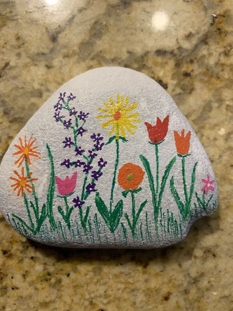 Rock painting rock painting ideas easy, my rock, rock art, painted sh Art Painting Tools, Rock Painting Designs, Rock Painting Patterns, Rock Painting Ideas Easy, Pebble Painting, Acrylic Painting Canvas, Pebble Art, Stone Painting, Painting Flowers